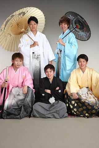 成人式・男性袴・ピンク・黒・黄色・白・水色・お友達と
