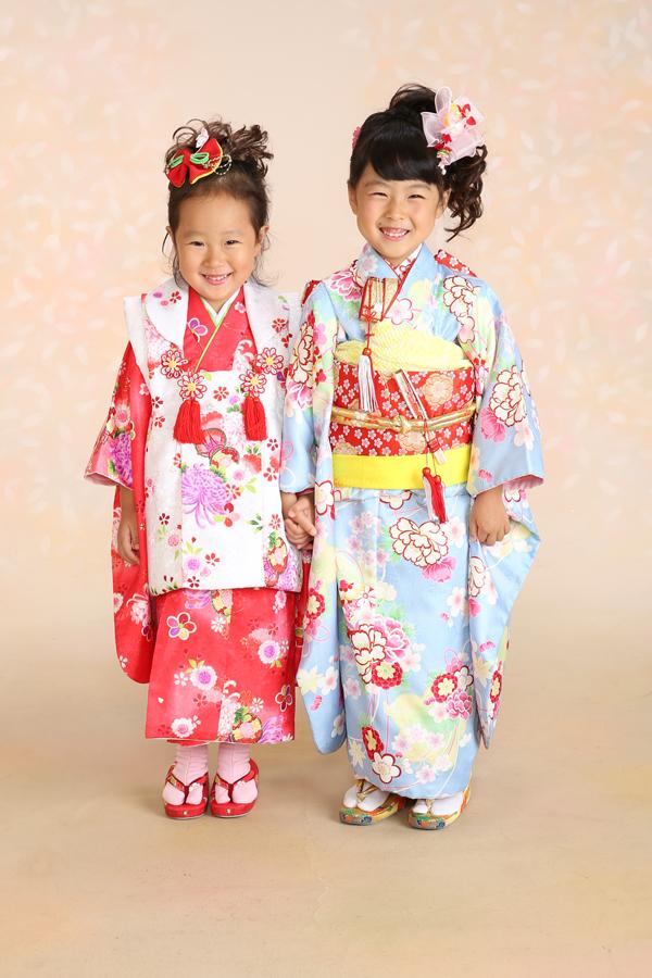 七五三 7歳・3歳 ご姉妹 3歳祝着・赤×白被布 7歳祝着・水色