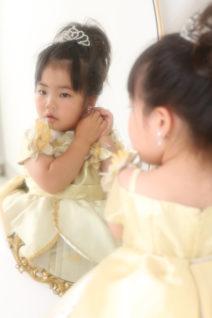 3歳ドレス・鏡越し