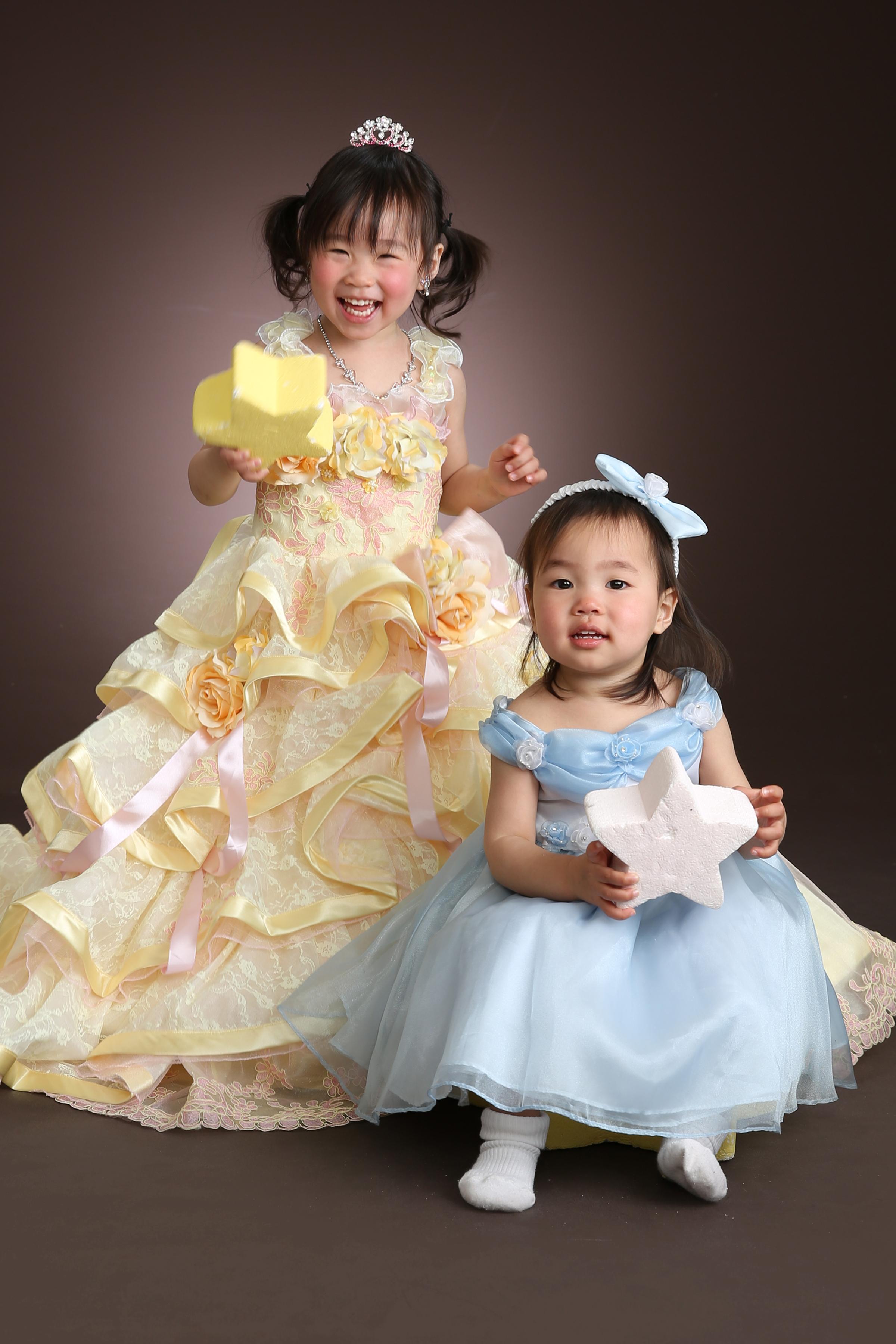 7歳ドレス・姉妹でドレス・黄色ドレス・水色ドレス