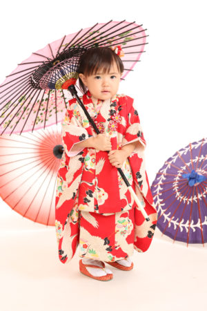 七五三・3歳・被布と着物・傘で撮影