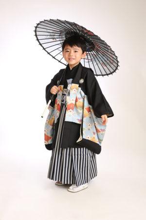 七五三・5歳・羽織袴・傘で撮影