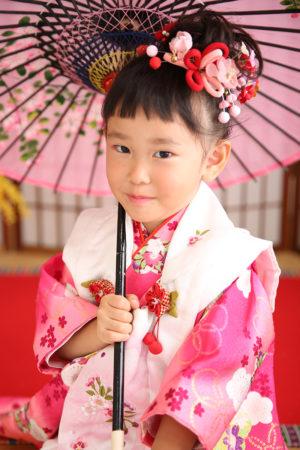 七五三・3歳・被布と着物・白×ピンク・傘