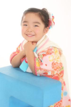 七五三・3歳・着物と被布・ピンク・水色×白・古典柄