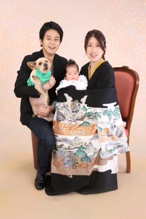 江戸川区・お宮参り・男の子・兜柄・犬ちゃんと家族写真